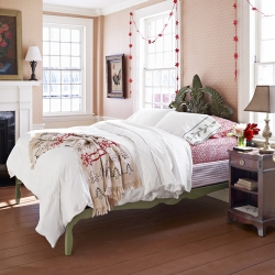 Farmhouse Bedroom Decorating