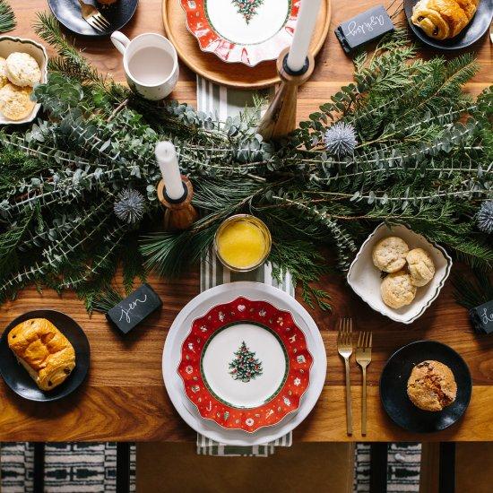 modern holiday table setting | dwellinggawker